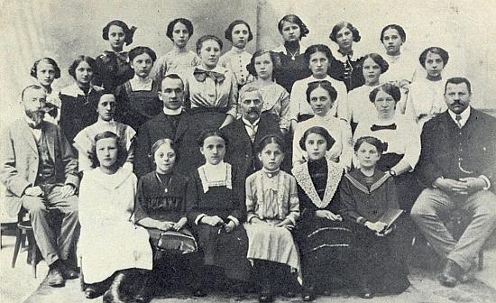V roce 1914 je zachycen jako pětadvacetiletý katecheta na dívčí měšťanské škole ve Vimperku třetí zleva ve druhé řadě