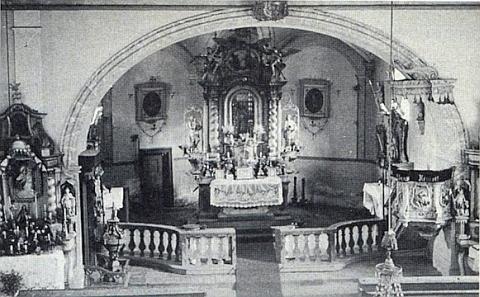 Vnitřek kostela sv. Vintíře v Dobré Vodě u Hartmanic, jak vyhlížel před svou poválečnou zkázou