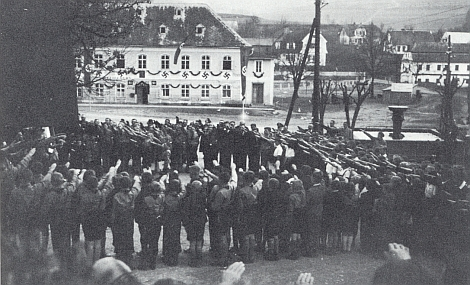 """Dešenice """"judenfrei"""": apel Hitlerjugend 20. dubna na počest """"Vůdcových"""" narozenin"""