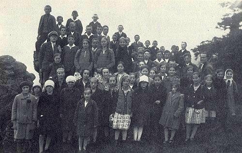 Školní výlet dětí z Dešenic na Velký Javor ve školním roce 1928/1929