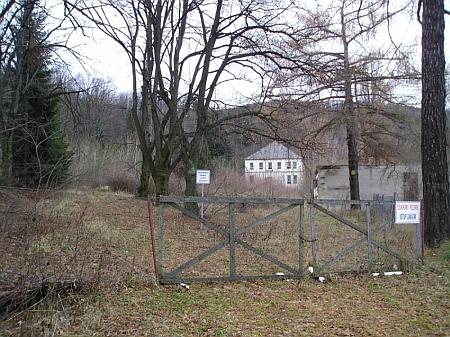 Dva snímky z roku 2007 svědčí o současném stavu areálu