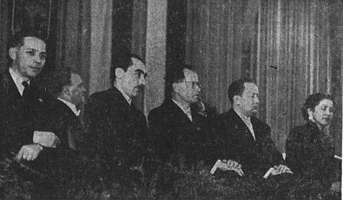 Snímek z roku 1955 ho zachycuje zcela vlevo mezi umělci, kterým byla upříležitosti Sudetoněmeckého sněmu v Norimberku udělena toho roku cena krajanského sdružení
