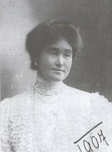 Maminka Mitsu Coudenhove-Kalergi na snímku z roku 1907, kdy bylo Idě Friederice 6 let (viz i Richard Coudenhove-Kalergi)