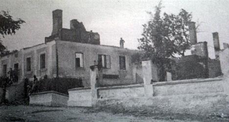 Vzácný snímek z roku 1912 zachycuje vyhořelý tenkrát zámeček v Tisové