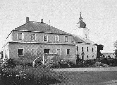 Rodná Tisová, zámeček s kostelem sv. Mikuláše