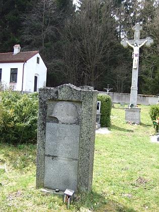 Záběr ze hřbitova