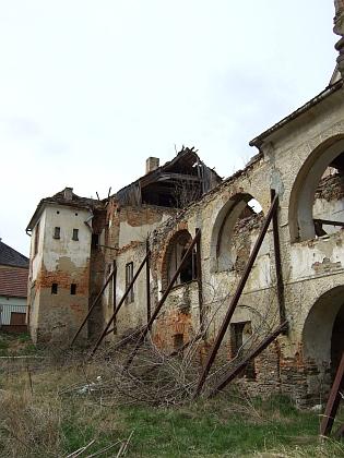 Současný stav (2012) někdejší omlenické německé školy