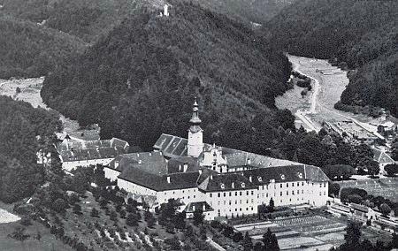 Tady ve štýrském klášteře Rein našel útočiště s vyšebrodskými spolubratřími: ...