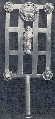 Relikviář kostela v rodném Přídolí sostatky sv. Vavřince ze 16. století znázorňuje rošt, na němž mučedník skonal