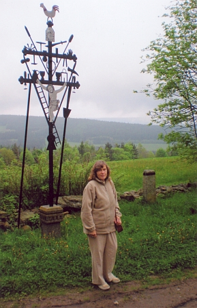 Paní Blanka Marešová u nicovského Kohoutího kříže