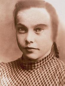 Angela Plöchlová dvanáctiletá na snímku z roku 1942