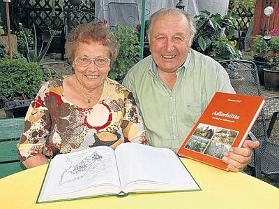 S manželem Hermannem a knihou o své rodné vsi