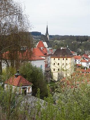 Netradiční pohled na budovu bývalého německého gymnázia v Českém Krumlově, kde studoval - dnes sídla Regionálního muzea