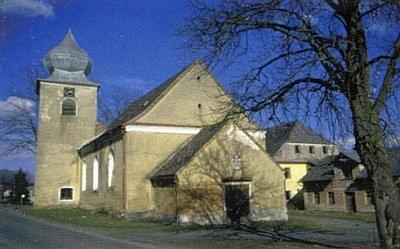 Rodný Hyršov s kostelem Dobrého pastýře před renovací