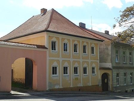 Stará škola v Horní Plané (viz i Josef van Heukelum)