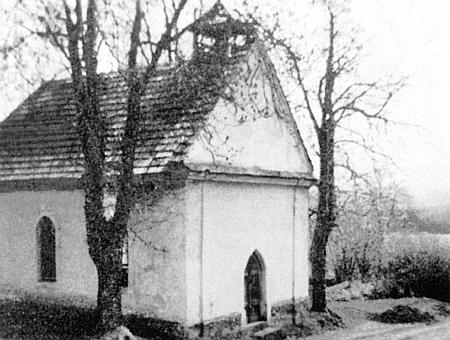 Kaple v rodné Lužnici ještě v původní podobě na snímku z roku 1964, později byla přestavěna na rodinný dům (viz i Josef Kastl)