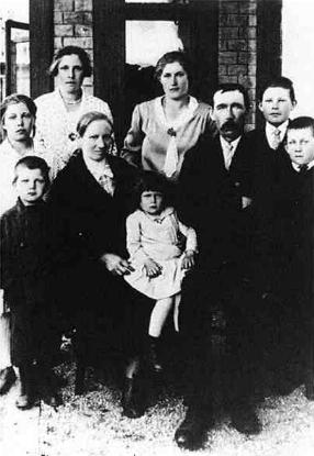 S rodiči a sourozenci v roce 1930