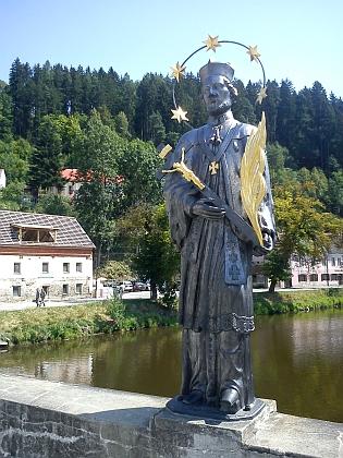 K básni Most v Rožmberku nad Vltavou (socha sv. Jana Nepomuckého před a po obnově)