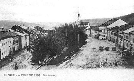 Frymburské náměstí, pohlednice (nejvyšší dům vpravo patřil Greiplovým, viz též Bärbl Greiplová)