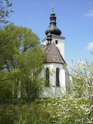Opravený kostel v jinak zaniklých Cetvinách