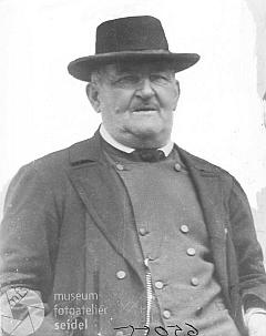Na stejné jméno adresu je psán i tento snímek ze 6. ledna 1936, možná zachycuje otce Mathiase