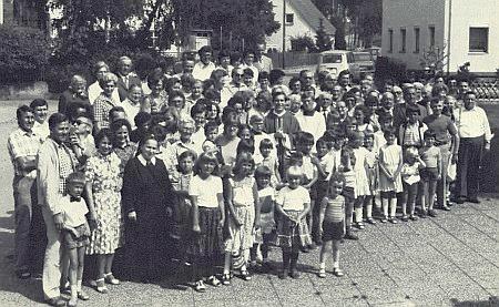 Setkání rodiny Grillovy z někdejšího Dětochova v srpnu 1980