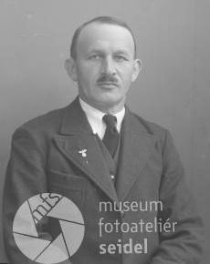 Na snímku zčeskokrumlovského fotoateliéru Seidel s datem 1. prosince 1938...