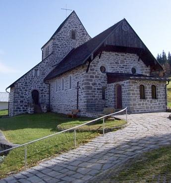 Kostel v bavorské obci Mitterfirmiansreut, kde po odsunu působil (viziMatthäus Danner)
