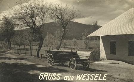 Stará pohlednice z Veselky s pohledem na Boubín