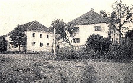Tento snímek rodného statku v Dětochově (některá okna jsou předělaná či už zejí prázdnotou) pochází z července 1965     a byl tedy pořízen měsíc před smrtí jeho otce v Aalen (viz i Franz Grill a Rudolf Chrysostomus Grill)