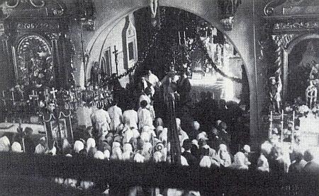 Kostel v Polné na Šumavě na snímku z jedné kněžské primice roku 1934 a v roce 1992 před obnovou