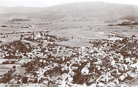 Hengersberg na starším leteckém snímku