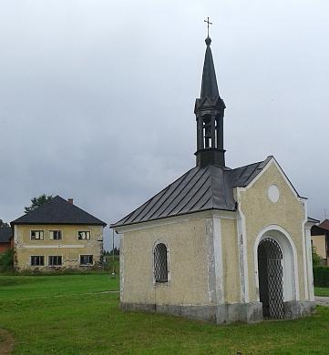 Návesní kaple v Milné