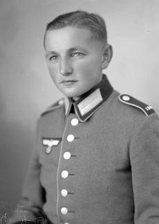 Jeho bratr Franz na snímku ztéhož dne