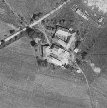 Zaniklý Dětochov na leteckých snímcích na leteckých snímcích z let 1949 a 2008 (viz i Franz Grill)
