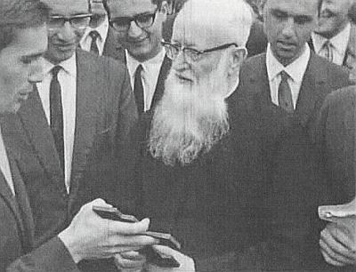 Student Rudolf Grill vlevo na snímku z roku 1966 s páterem Kentenichem