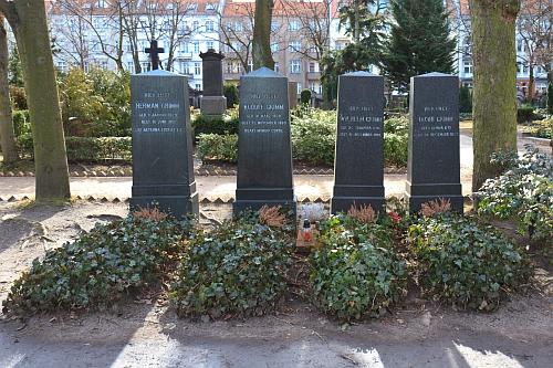 Hroby bratří Grimmových v Berlíně-Schönebergu (Alter St.-Matthäus-Kirchhof)