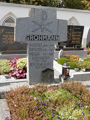 Z nápisu na náhrobním kameni v Röhrnbachu lze vyčíst, že je tu pochován i se svou druhou ženou Katharinou