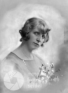 Ještě jednou jeho žena Margarethe na snímku z května 1924...
