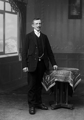 Josef Hable z Pestřice čp. 15 na snímku fotoateliéru Seidel s datem 25. března 1919
