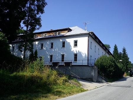 Dnes budova slouží hornoplánskému dětskému domovu