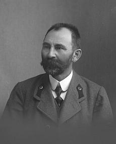 Seidelův snímek z února 1916 zachycuje knížecího hajného Kleophase Schmida, jeho děda z matčiny strany