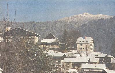 Bodenmais (česky ve starých průvodcích zvaná i Boží Mysl) s pohledem na vrchol Javoru