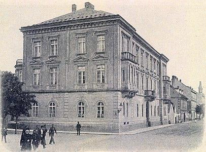 """Tzv. """"Vyšebrodský dům"""", který vznikl podle jeho návrhu, napohlednici ze začátku dvacátého století"""