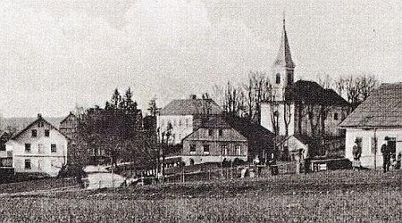 Pavlův Studenec s kostelem Povýšení sv. Kříže na staré pohlednici