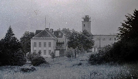 Kostel s věží upravenou pro pozorovatelnu Pohraniční stráže
