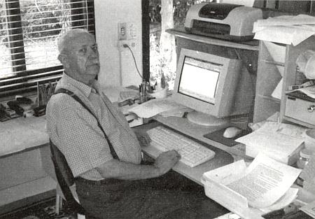 """""""Stingl Nuni"""", jak mu krajané také říkají """"po chalupě"""", u svého počítače"""