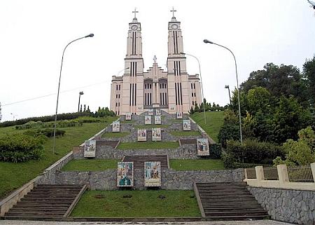 Chrám Neposkvrněného Srdce Panny Marie v Săo Bento do Sul se svou křížovou cestou