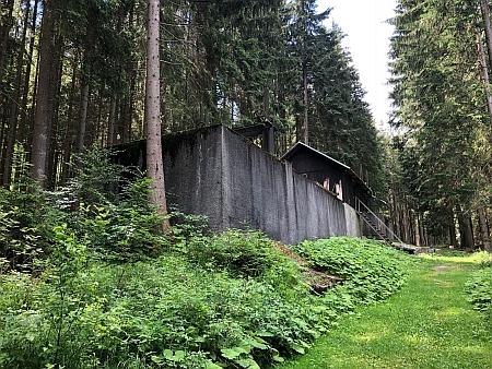 """""""Vodní zámek"""" a náhon elektrárny"""