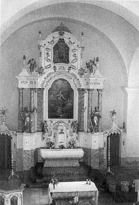 Oltář kostela v Hojsově Stráži